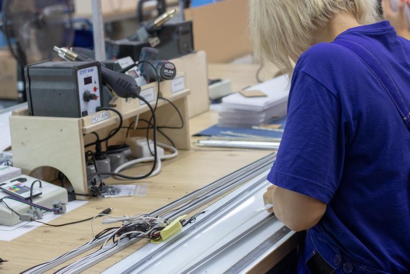 Produkcja oświetlenia LED w HLT